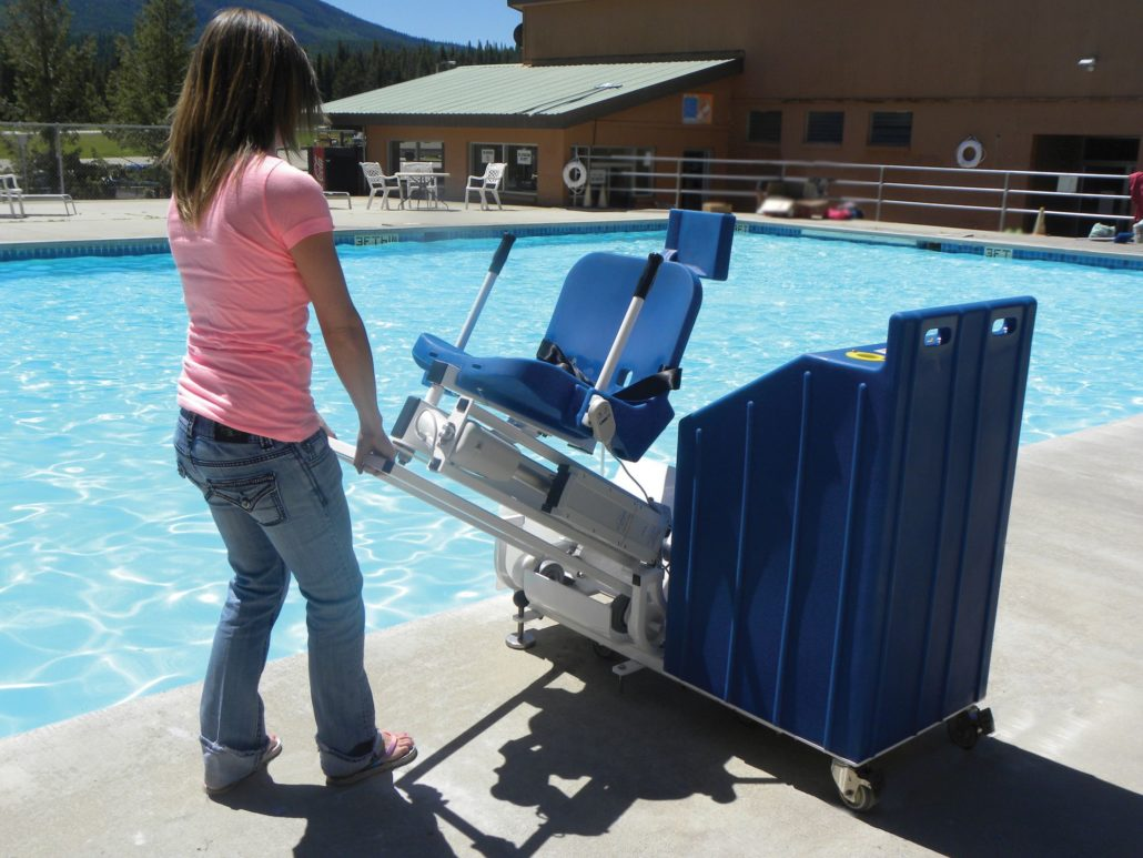 Aqua Creek Patriot Portable Pool Lift With Sand Ballast